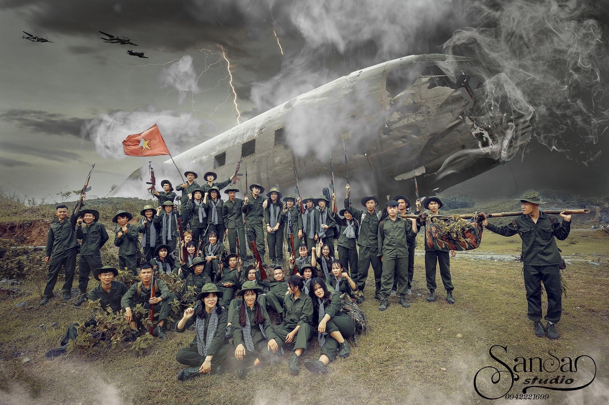 Bộ ảnh kỷ yếu độc đáo tái hiện cuộc chiến tranh khốc liệt giải phóng miền Nam, thống nhất đất nước khiến nhiều người xuýt xoa vì quá Đẹp