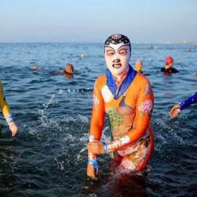 Khi trời nắng nóng kỷ lục mà bạn vẫn muốn đi biển thì đây là giải pháp tuyệt vời nhất dành cho hội chị em