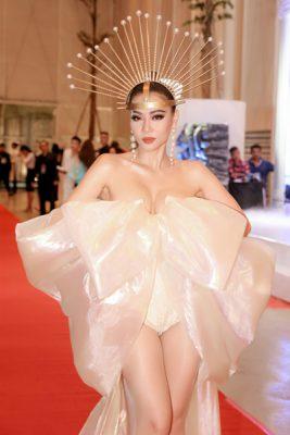 Sao Việt hóa trang Độc – Lạ trong đêm tiệc thời trang ca nhạc của Thu Minh