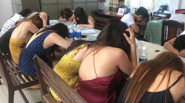 Đà Nẵng: Phát hiện 40 khách mở 'tiệc ma túy' trong quán karaoke, có cả kiều nữ phục vụ