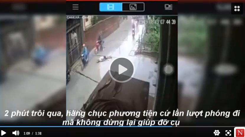 Clip: Cụ già bị xe máy tông nằm giữa trời mưa và sự vô cảm của người đi đường khiến dân mạng RÙNG MÌNH
