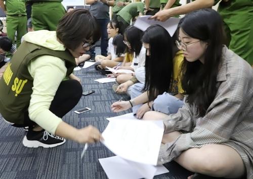 380 người trong đường dây đánh bạc hơn 10 nghìn tỷ qua mạng được bàn giao cho Trung Quốc