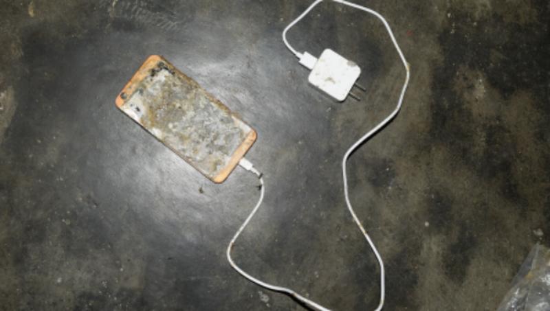 Nam thanh niên chết tức tưởi vì sạc điện thoại trên giường ngủ