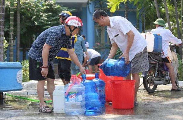 Nóng: Công ty Sông Đà tạm ngừng cấp nước, Súc xả toàn bộ đường ống sau sự cố nguồn nước nhiễm dầu