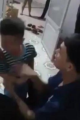 """Tát con tím mặt, chồng tuyên bố """"Tao giết nó được"""" khi vợ òa khóc can ngăn"""