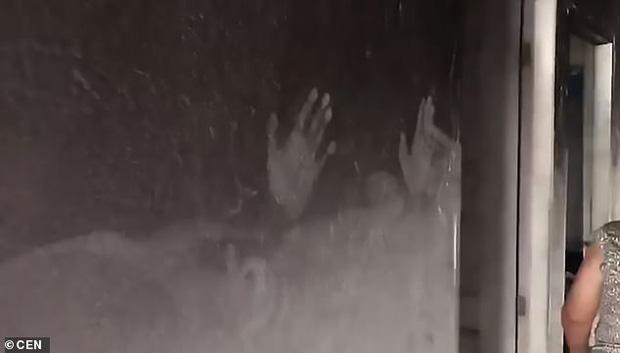 Vụ hỏa hoạn kinh hoàng lấy đi mạng sống của 2 bé gái, hình ảnh hiện trường khiến người xem không cầm được nước mắt