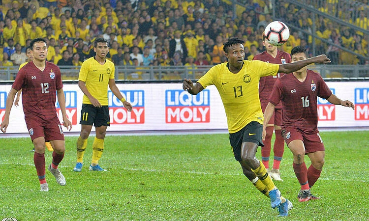 Bại trận nghiệt ngã trước Malaysia, CĐV Thái Lan: Đá kiểu này gặp Việt Nam chỉ có thua