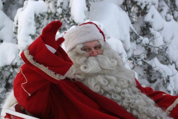 Giải mã bí ẩn về Ông già Noel, con tuần lộc và lý do vì sao để quà trong tất