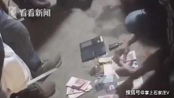 Nhóm bác gái tuổi trung niên tổ chức đánh bạc trái phép trong… chuồng lợn