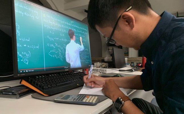 Nam sinh cấp 2 giả mạo thầy Hiệu phó, thông báo cho giáo viên ngưng dạy trực truyến
