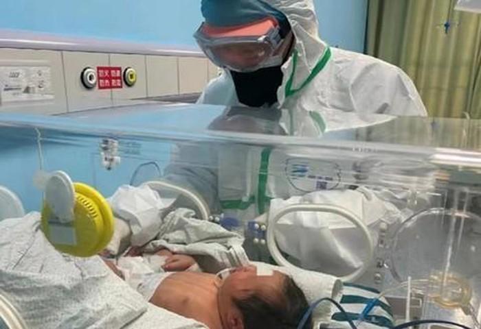 Vũ Hán ghi nhận trường hợp trẻ sơ sinh nhiễm virus corona nghi lây truyền từ mẹ sang con