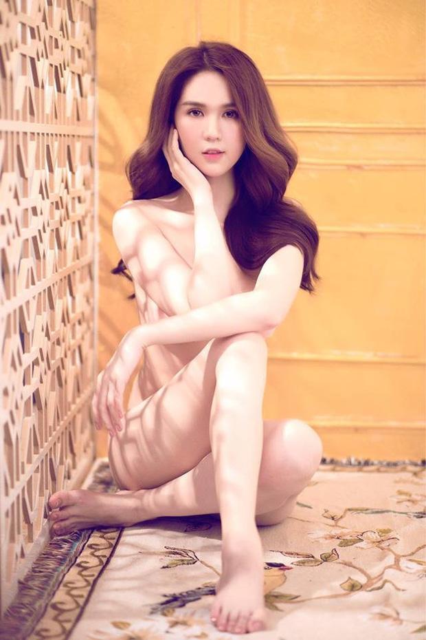 Ngượng chín mặt với hậu trường chụp nude của Ngọc Trinh: Khỏa thân 100% nhưng chẳng ngại diễn xuất trước ekip đông người