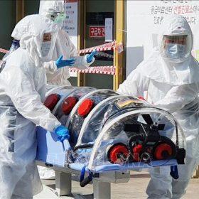 """Thêm 142 ca nhiễm COVID-19 mới, Tổng thống Hàn Quốc thừa nhận tình hình đang """"rất nghiêm trọng"""""""