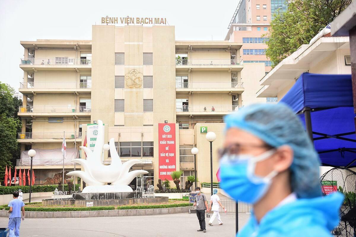 """BV Bạch Mai chính thức """"nội bất xuất, ngoại bất nhập"""""""
