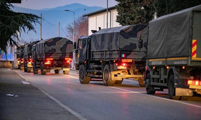Đoàn xe quân sự Italy chở thi thể rời khỏi Bergamo vì nhà xác địa phương quá tải
