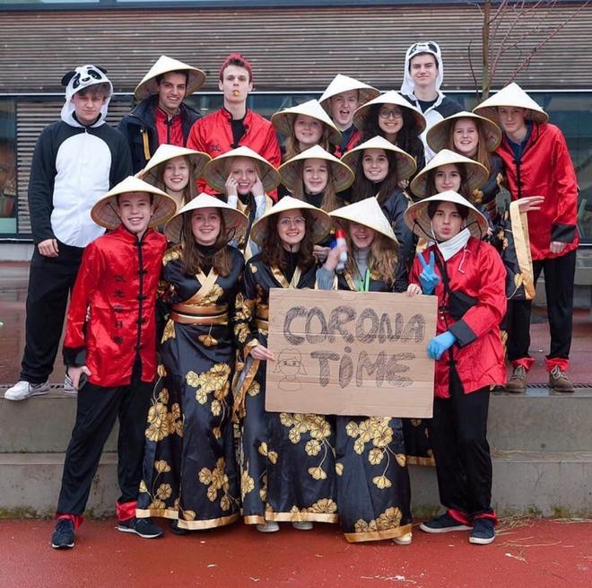 Học sinh Bỉ đội nón lá, giơ biển virus corona khiến MXH châu Á bức xúc vì hành vi phân biệt chủng tộc