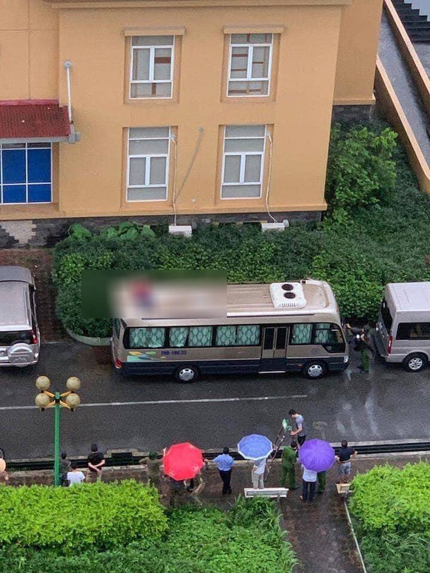 Hà Nội: Phát hiện thi thể người đàn ông đầy máu me trên nóc ô tô, nghi rơi từ toà nhà cao tầng