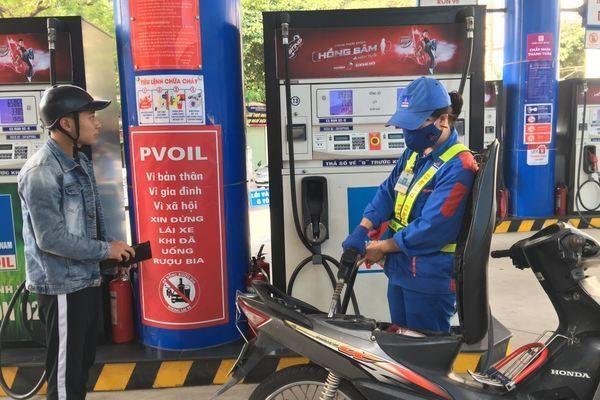 Giá xăng có thể tăng vọt chấn động vào ngày mai