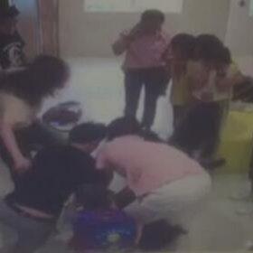 Giáo viên bị phụ huynh hành hung ngay trước mặt học sinh cả lớp