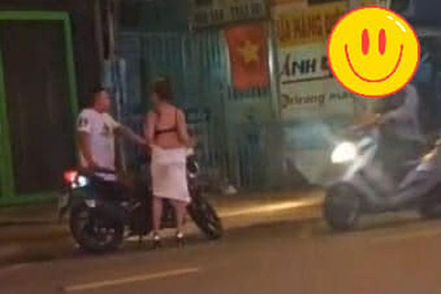 """Clip cô gái lột váy giữa đường, nghi bị bạn trai """"chia tay đòi quà"""" vì không chịu đi nhà nghỉ"""