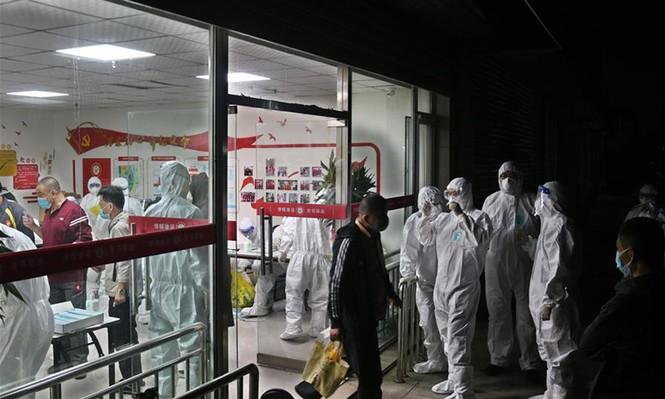 Trung Quốc: Bùng phát ổ dịch Covid-19 mới trong cộng đồng, nghi từ phòng chụp CT bệnh viện