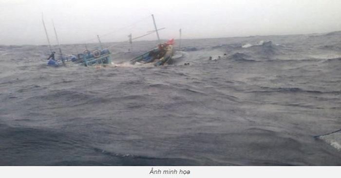 Chìm hai tàu cá, 26 ngư dân mất tích trên đường vào đất liền tránh bão