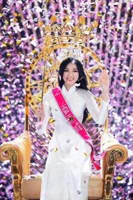 """Hoa hậu Đỗ Thị Hà bị fan BlackPink """"ném đá"""" vô lý vì không follow Jisoo?"""