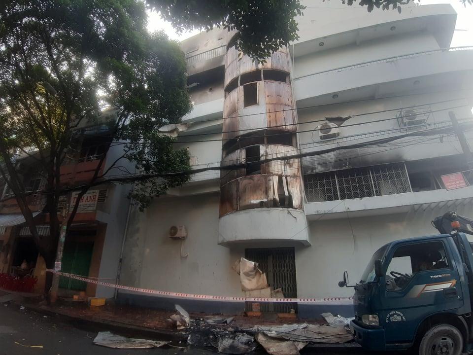 6 người gào khóc khi bị mắc kẹt trong đám cháy ở Sài Gòn