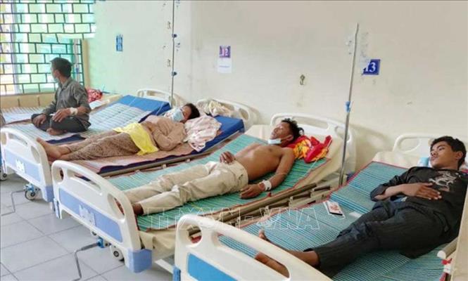 5 người chết, 110 người phải cấp cứu sau khi uống rượu gạo tại đám tang