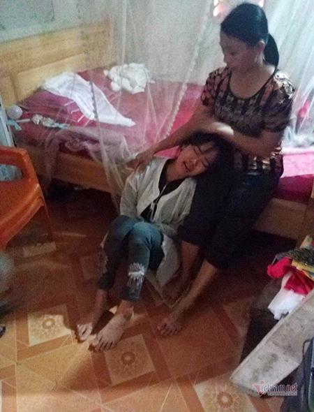 Tìm thấy 5 thi thể bị lũ cuốn ở Nghệ An, vợ trẻ ôm con khóc chồng và anh trai