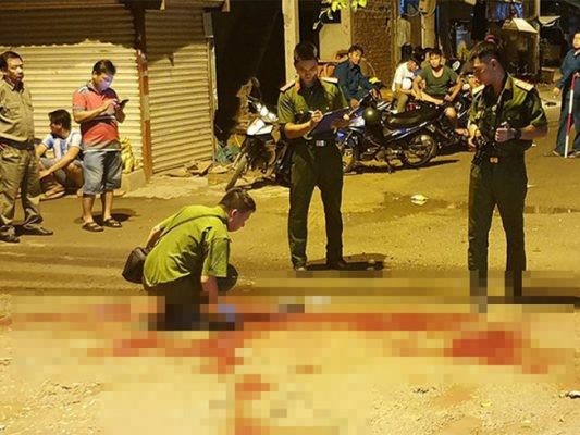 Mâu thuẫn tiền bạc, người đàn ông cầm kéo đâm chết người tình đồng tính