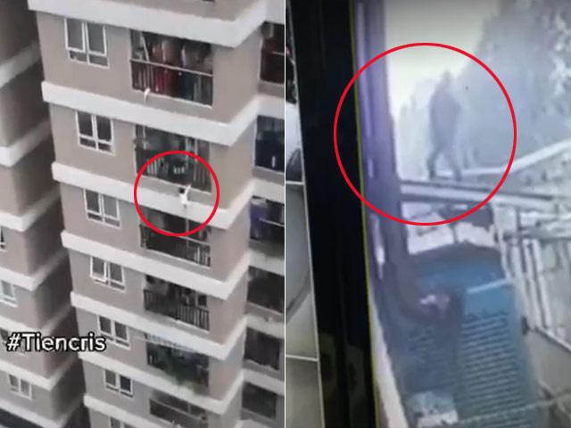 Hà Nội: Thót tim clip bé gái 3 tuổi treo lơ lửng trên ban công tầng 12 rồi rơi xuống