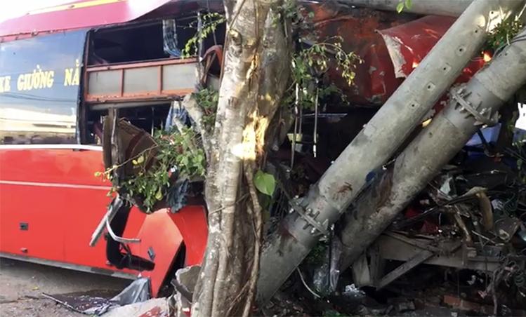 Xe khách lao vào nhóm xe đạp thể dục, 3 người chết và 4 người bị thương