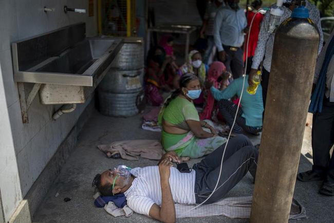 """Ấn Độ trải qua tuần """"chết chóc"""" với hơn 2,25 triệu ca mắc mới, số người chết tăng vọt lên 89%"""