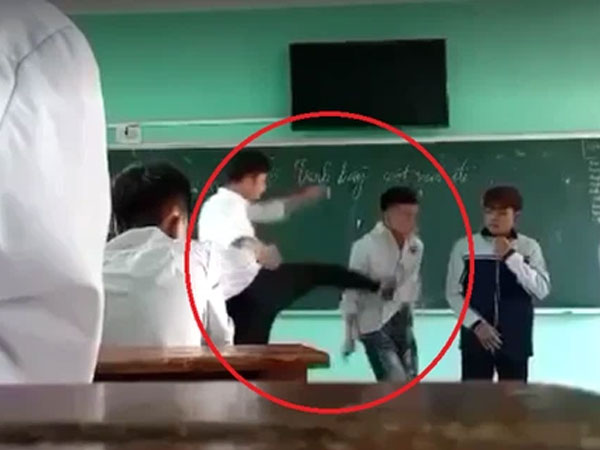 """Thầy giáo liên tục tát, đạp học sinh trên bục giảng ở Bắc Giang: """" Tôi chỉ muốn tốt cho các em"""""""