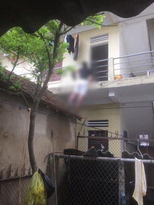 Nghệ An: Mâu thuẫn với bạn gái, người đàn ông dùng móc áo treo cổ tự tử trước cửa phòng