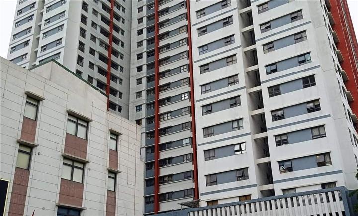 Hà Nội: Bé trai 3 tuổi rơi từ tầng 6 chung cư tử vong