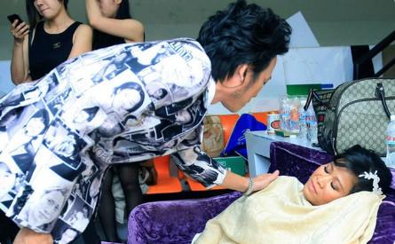 Con gái nuôi Hoài Linh ngã vỡ xương háng, đột quỵ trong lúc đang nằm viện