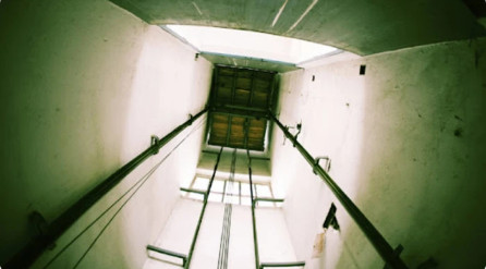 Hà Nội: Thoát khỏi thang máy bị kẹt, cô gái rơi từ tầng 7 tử vong